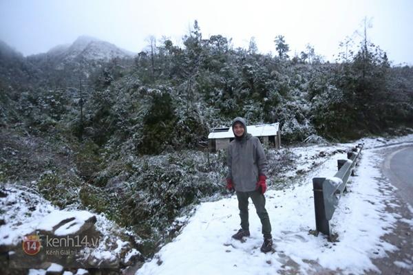 Chùm ảnh: Du khách thích thú chụp ảnh cùng tuyết trắng ở Sa Pa 10