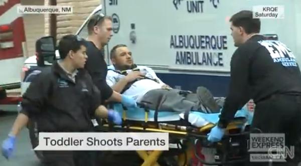 Bé trai 3 tuổi nghịch súng bắn vào cha và mẹ đang mang thai 2