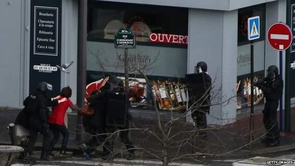 Thủ phạm thảm sát tòa soạn báo và kẻ bắt giữ con tin cùng bị tiêu diệt 6