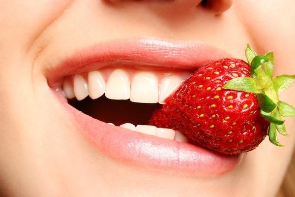 6 cách làm trắng răng tự nhiên, nhanh gọn mà hiệu quả 3