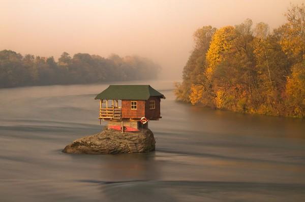 18 ngôi nhà tí hon nằm giữa những khung cảnh tuyệt đẹp 9