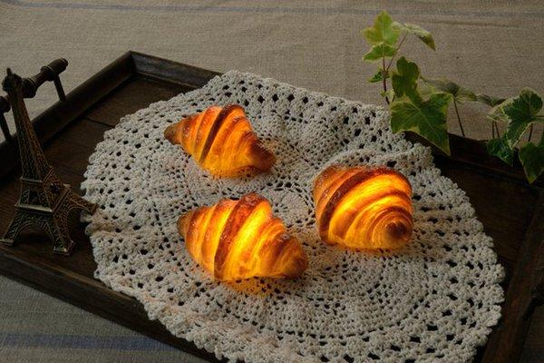 Pampshade: Bánh mì phát sáng siêu lạ mắt và độc đáo 4