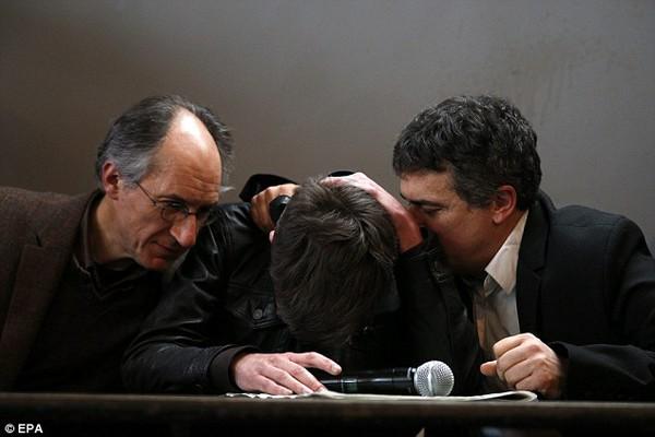 Họa sĩ tòa soạn Charlie Hebdo thoát chết do ngủ quên 1