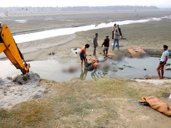 Ấn Độ: Tìm thấy Hơn 100 xác chết trôi trên sông Hằng