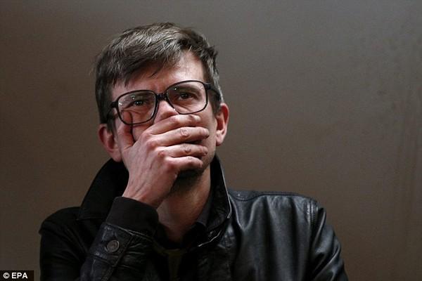 Họa sĩ tòa soạn Charlie Hebdo thoát chết do ngủ quên 2