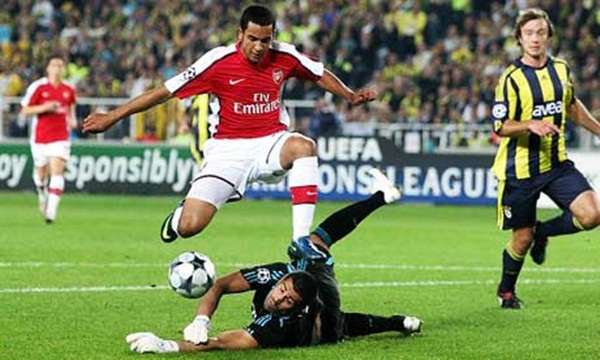 Điểm lại những chuyến làm khách chói sáng của Arsenal 4