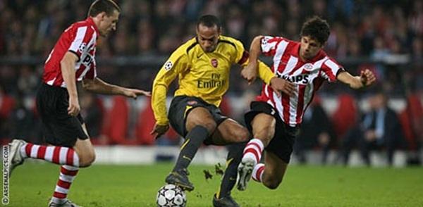 Điểm lại những chuyến làm khách chói sáng của Arsenal 1