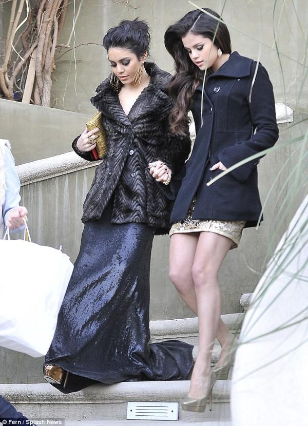Selena, Vanessa và Ashley khoe dáng hậu Quả Cầu Vàng 1