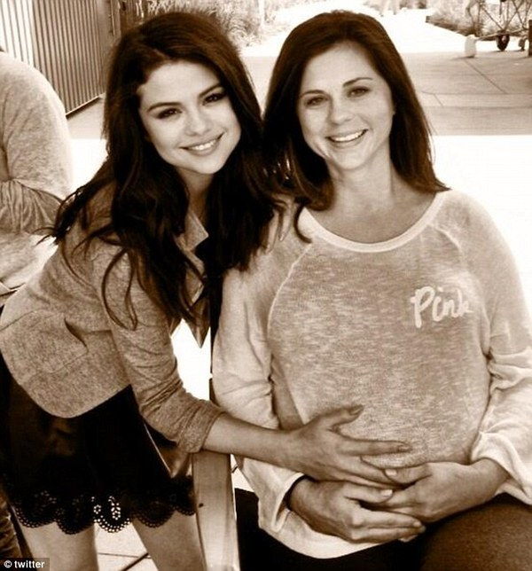 Selena Gomez khoe ảnh sắp làm chị sau tin lại chia tay Justin 1
