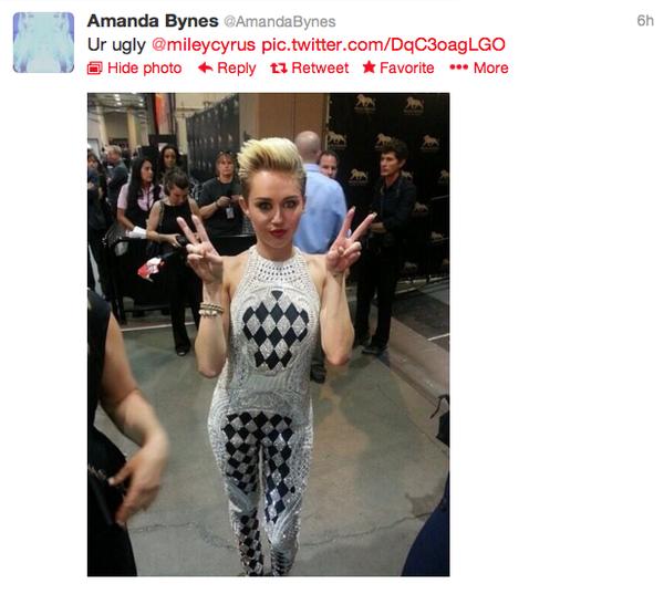 Justin Bieber tán tỉnh Miley Cyrus ở hộp đêm 5