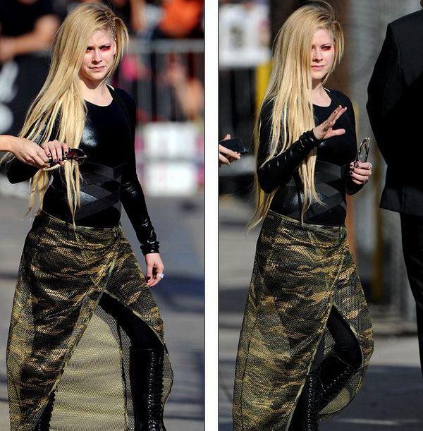 Avril Lavigne lộ bụng to, bị nghi mang thai 2