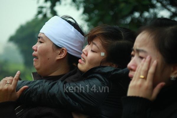 Người yêu khóc ngất bên linh cữu Vũ Ngọc Cương 13