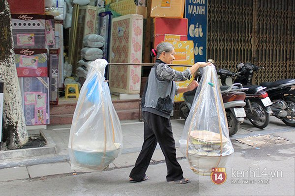 Người Hà Nội xếp hàng mua bánh trôi bánh chay trong cái rét nàng Bân 19
