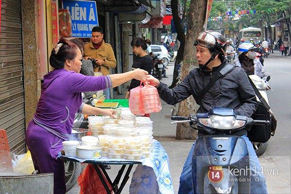 Người Hà Nội xếp hàng mua bánh trôi bánh chay trong cái rét nàng Bân 6