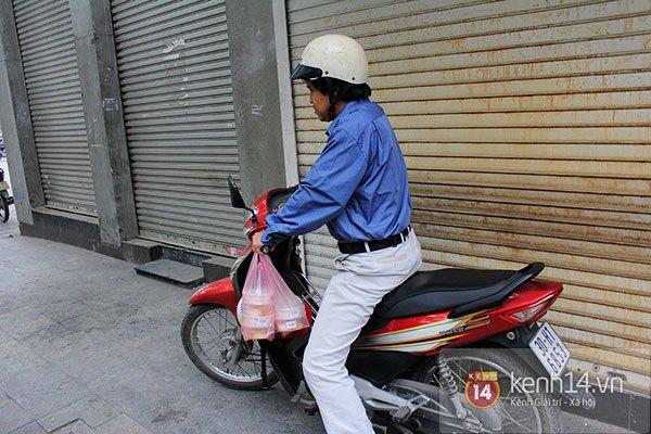 Người Hà Nội xếp hàng mua bánh trôi bánh chay trong cái rét nàng Bân 12