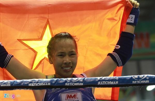 Đương kim vô địch thế giới Muay Thái khóc hận vì thua... trọng tài Sea Games 2