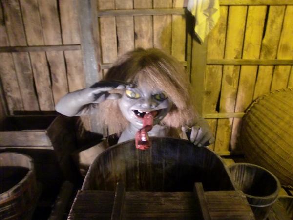 Đi tìm quái vật nhà tắm buổi đêm ở Nhật Bản 8