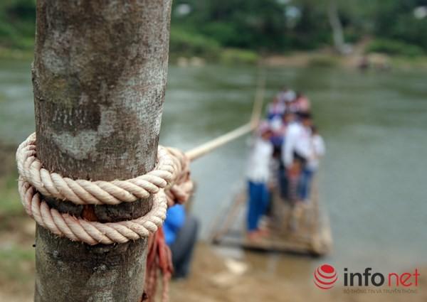 Bám dây vượt suối Thia, 200 học sinh đối diện với hà bá để tới trường 3