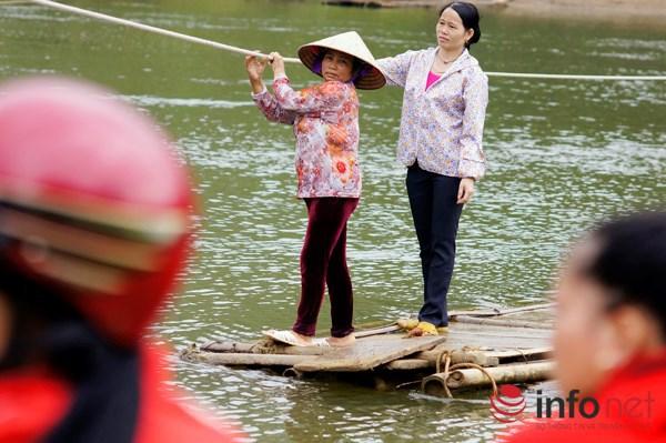 Bám dây vượt suối Thia, 200 học sinh đối diện với hà bá để tới trường 8