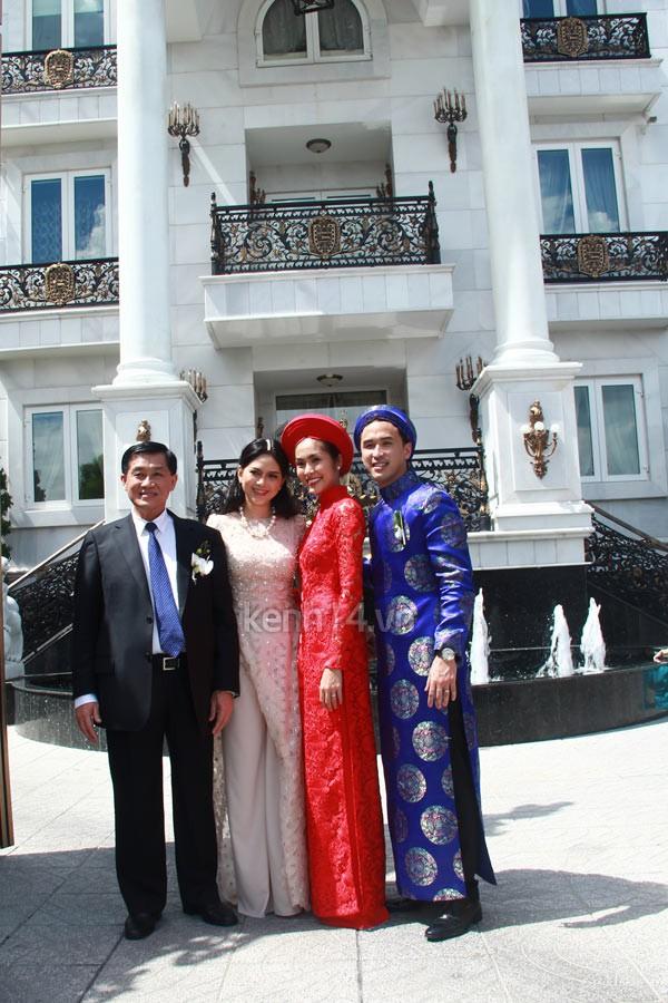 """Vẻ đẹp """"hút hồn"""" đậm chất Việt của sao với áo dài màu đỏ truyền thống 7"""
