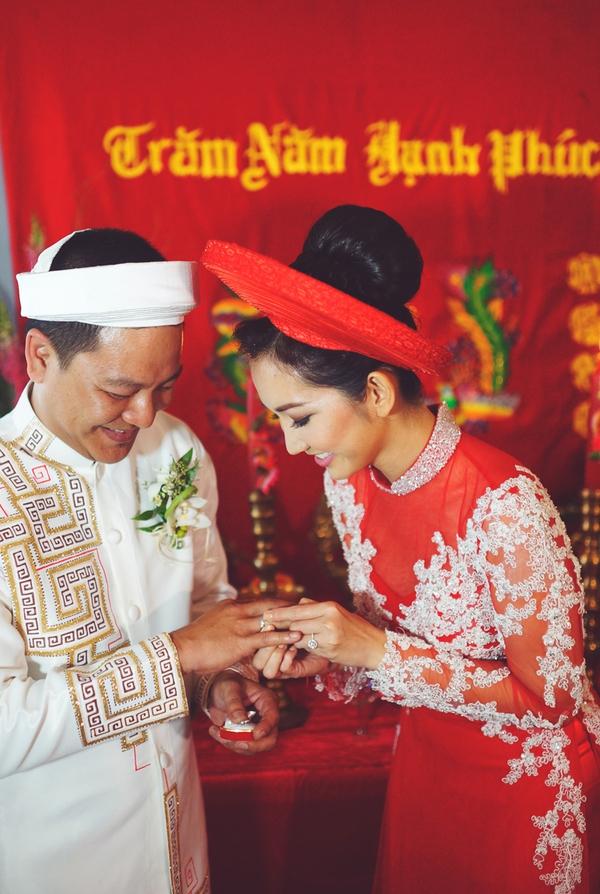 """Vẻ đẹp """"hút hồn"""" đậm chất Việt của sao với áo dài màu đỏ truyền thống 9"""
