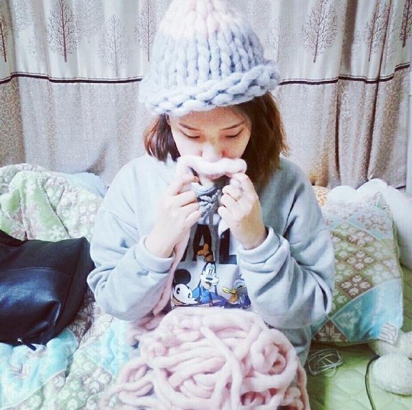 """Giới trẻ Hàn """"sốt"""" với chiếc mũ beanie sợi to ngộ nghĩnh 13"""