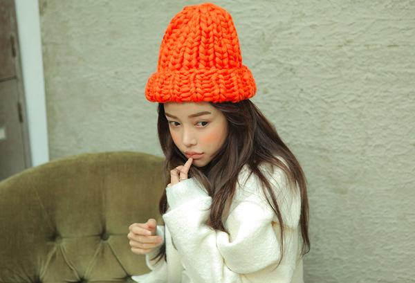 """Giới trẻ Hàn """"sốt"""" với chiếc mũ beanie sợi to ngộ nghĩnh 12"""