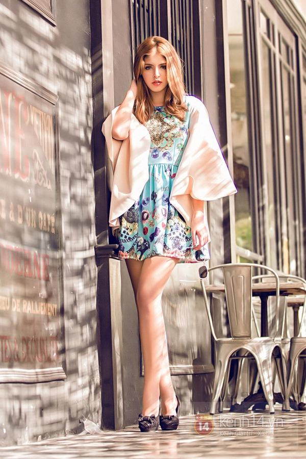 Andrea khoe chân dài trong ánh nắng rạng rỡ của mùa xuân phương Nam 4