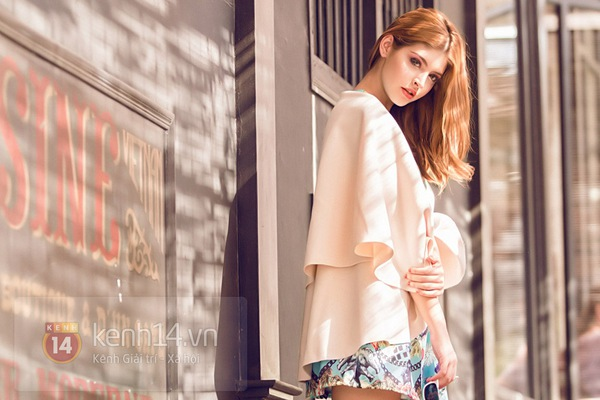 Andrea khoe chân dài trong ánh nắng rạng rỡ của mùa xuân phương Nam 5