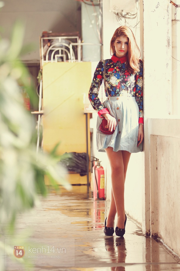 Andrea khoe chân dài trong ánh nắng rạng rỡ của mùa xuân phương Nam 9