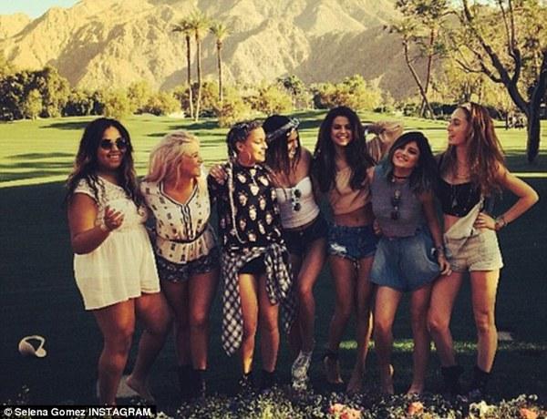 Justin và Selena tình tứ bên nhau giữa chốn đông người 6