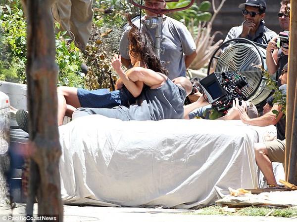 """Quái xế """"Fast & Furious 7"""" cứu em gái thoát chết trong gang tấc 1"""