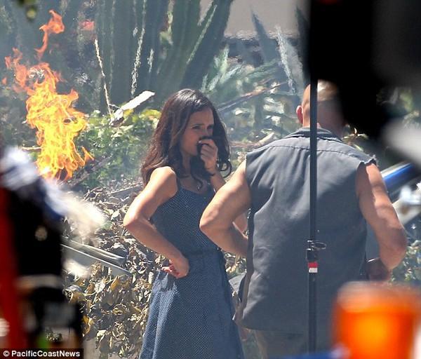 """Quái xế """"Fast & Furious 7"""" cứu em gái thoát chết trong gang tấc 8"""