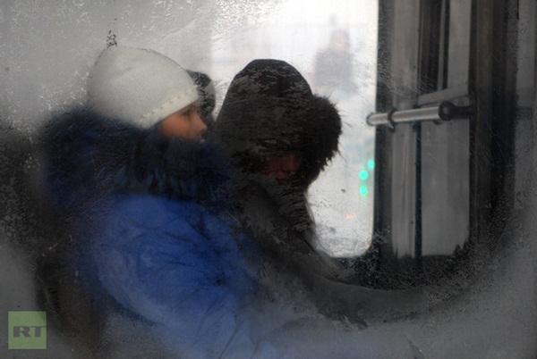 Những hình ảnh đáng sợ về giá lạnh bất thường tại Nga 18