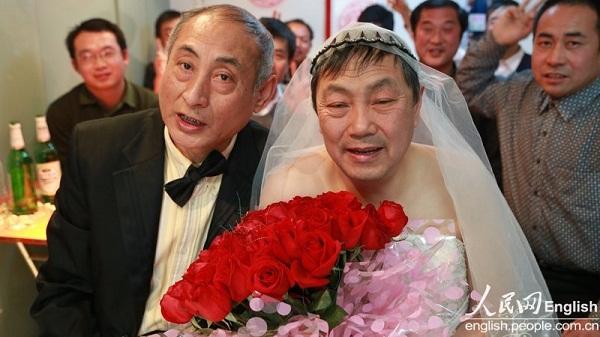 2 cụ ông Trung Quốc đã tổ chức đám cưới 1