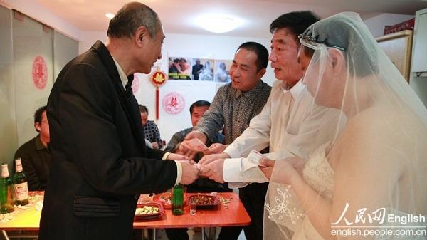 2 cụ ông Trung Quốc đã tổ chức đám cưới 2