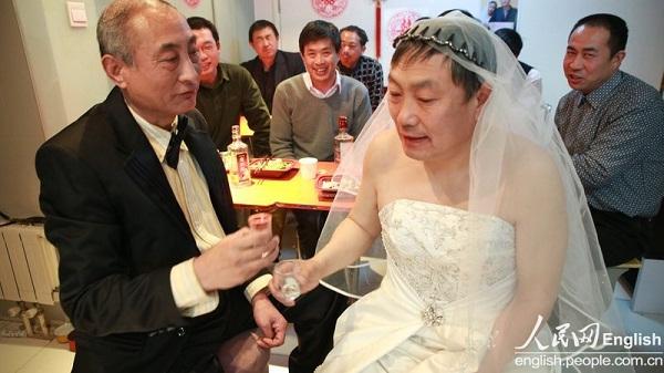 2 cụ ông Trung Quốc đã tổ chức đám cưới 5
