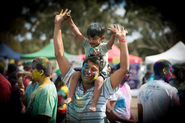 Lễ hội Holi rực rỡ sắc màu ở Ấn Độ 6