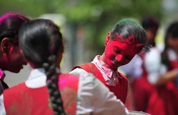 Lễ hội Holi rực rỡ sắc màu ở Ấn Độ 12