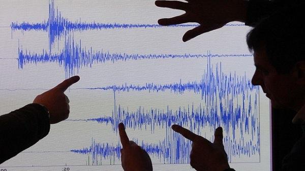 Động đất mạnh 7 độ richter rung chuyển Trung Quốc 1