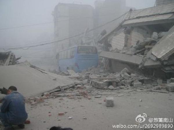 Động đất mạnh 7 độ richter rung chuyển Trung Quốc 2