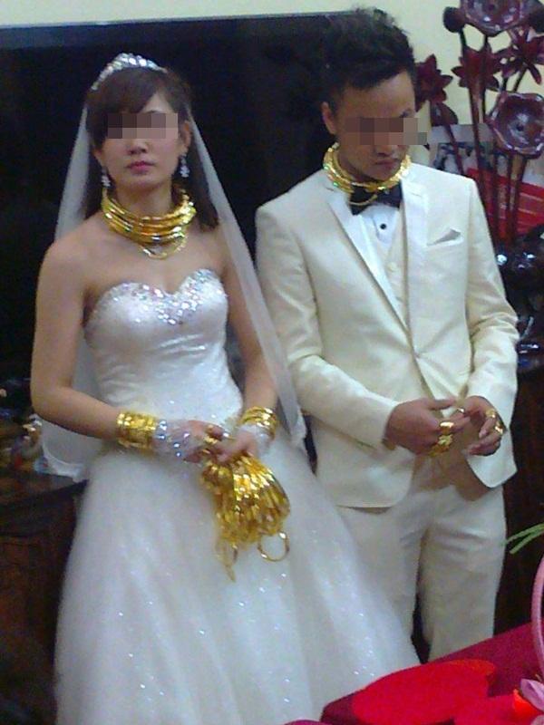 Cô dâu chú rể đeo đầy vàng trong đám cưới khủng ở Lạng Sơn 1