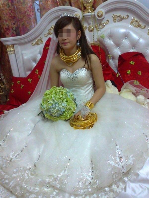 Cô dâu chú rể đeo đầy vàng trong đám cưới khủng ở Lạng Sơn 8