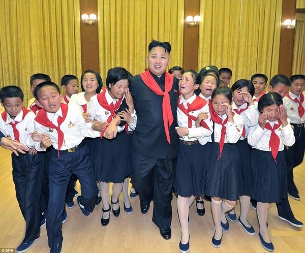 Triều Tiên: Cứ gặp lãnh tụ là người dân lại khóc như mưa 13