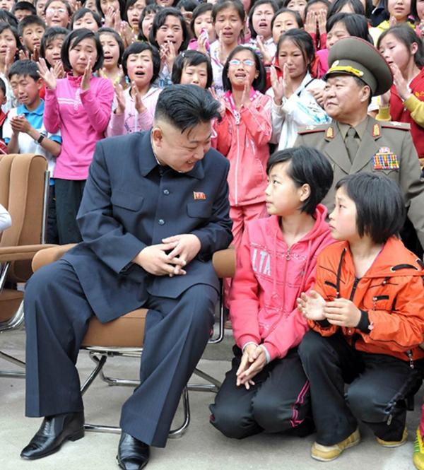 Triều Tiên: Cứ gặp lãnh tụ là người dân lại khóc như mưa 15