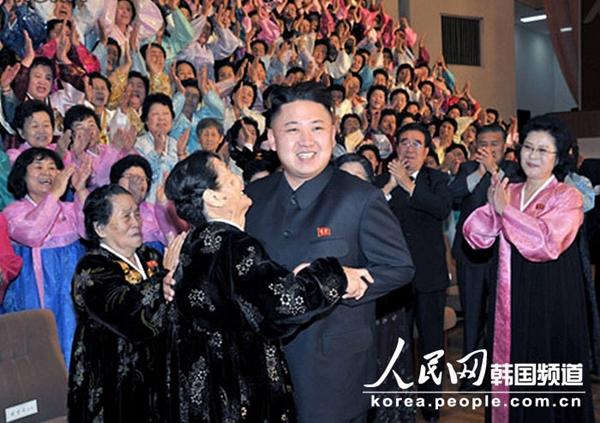 Triều Tiên: Cứ gặp lãnh tụ là người dân lại khóc như mưa 3