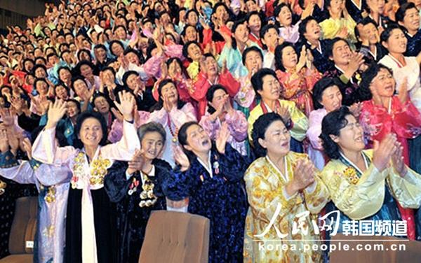 Triều Tiên: Cứ gặp lãnh tụ là người dân lại khóc như mưa 4