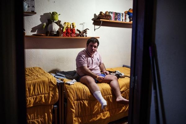 Bộ ảnh sinh động về cuộc sống của anh em sinh ba mắc chứng tự kỷ 5