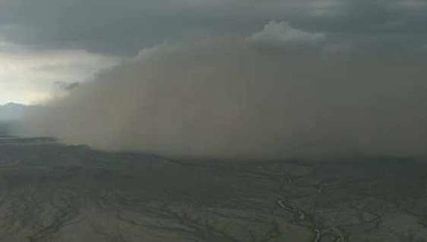 Bão cát cao ngất nhấn chìm Arizona 1