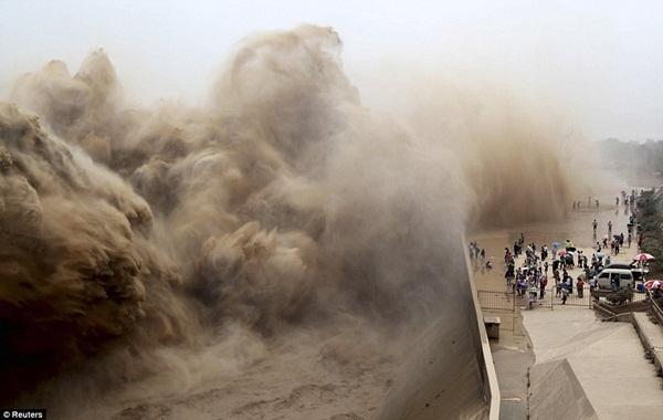 Khung cảnh kỳ vĩ của dòng nước hung bạo bậc nhất thế giới  2